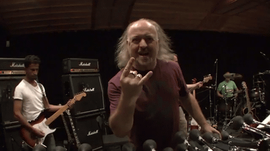 ?Bill Bailey's message to Metallica??