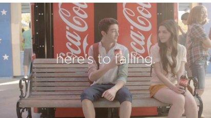少年と少女の甘く初々しい恋を描いたコカ・コーラのコマーシャル