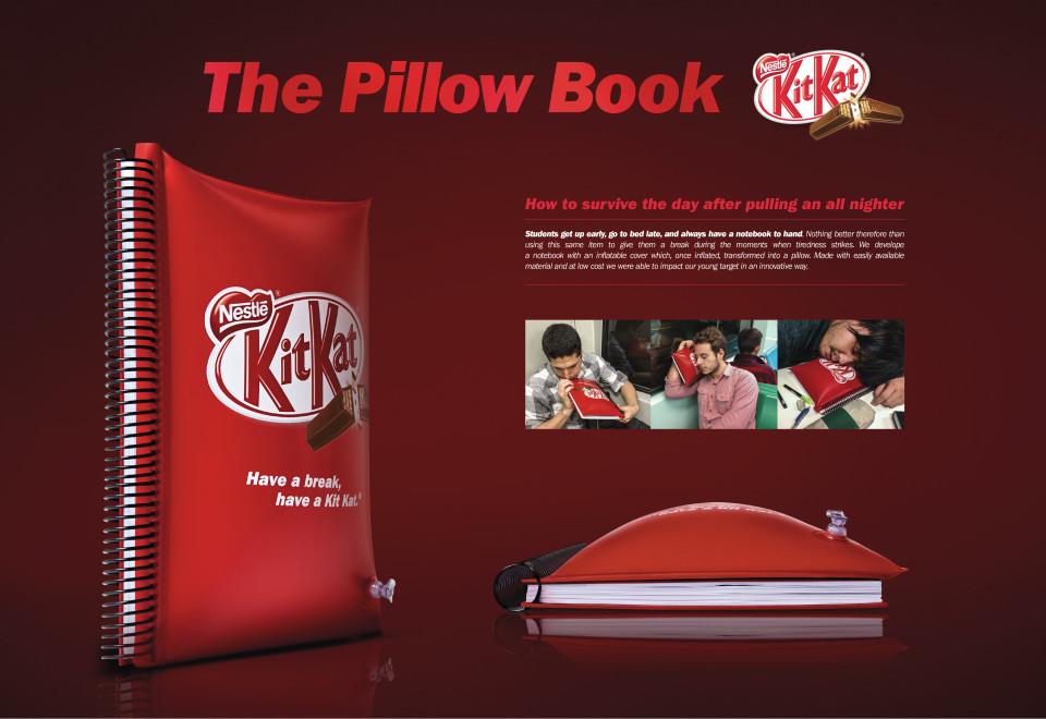 多忙な学生のための空気を入れると枕になるノートブック