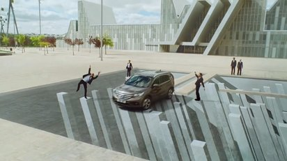 さまざまな視覚トリックを駆使したホンダCR-Vのプロモーションビデオ