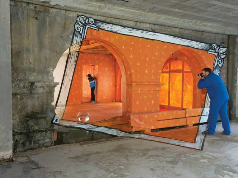 現実空間に非現実空間を巧みに描いたアナモルフィックアート