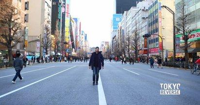 東京の都市空間を逆再生で表現した映像作品『TOKYO REVERSE』