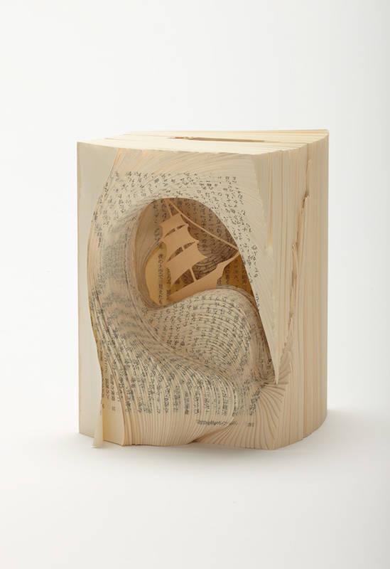 文学作品を文字ではなく造形によって表現したクリエイティブな本